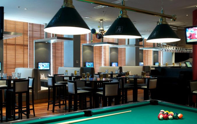 Bar met biljarttafel van Hotel Carlton Al Barsha in Dubai