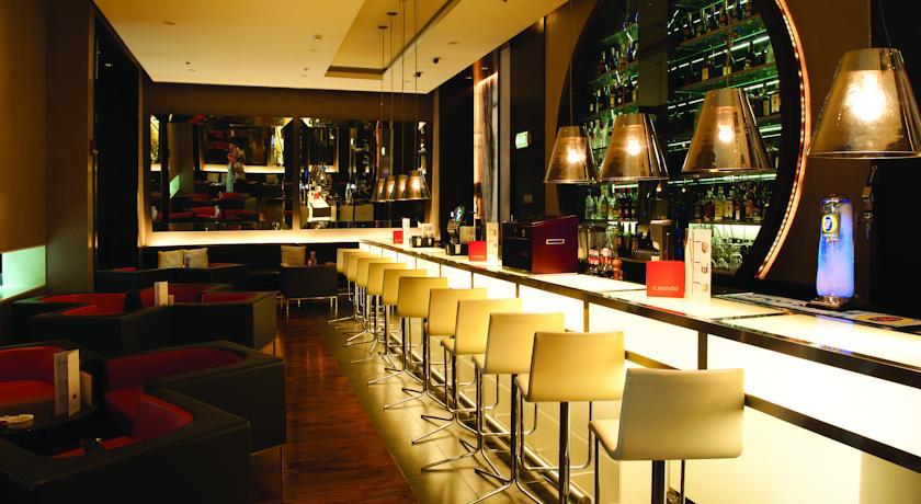 Bar van Hotel Centro Basrha in Dubai