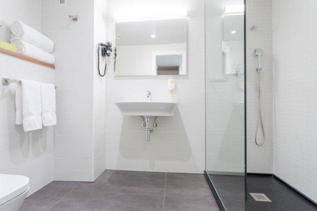 Badkamer van een tweepersoonskamer van Hotel Artiem in Madrid