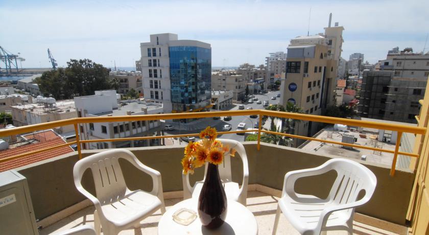 Balkon met uitzicht Hotel Sunflower