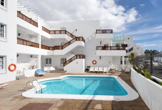 Buitenzwembad van Hotel Vista Mar op Lanzarote de Canarische Eilanden