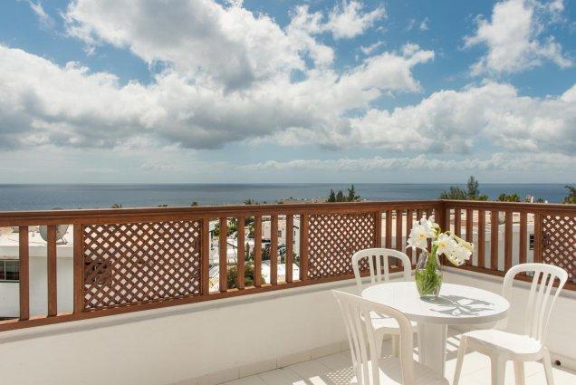Terras met uitzicht van Hotel Vista Mar op Lanzarote de Canarische Eilanden