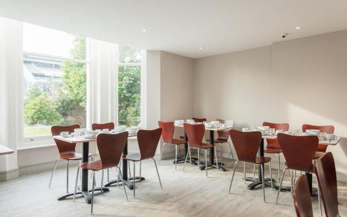 Ontbijtzaal van Hotel Mowbray Court in Londen