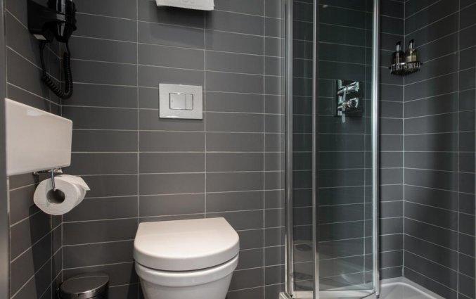 Badkamer van een tweepersoonskamer van Hotel Mowbray Court in Londen