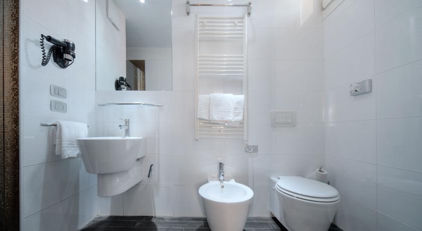 Badkamer met wc van hotel Aaron stedentrip Venetië
