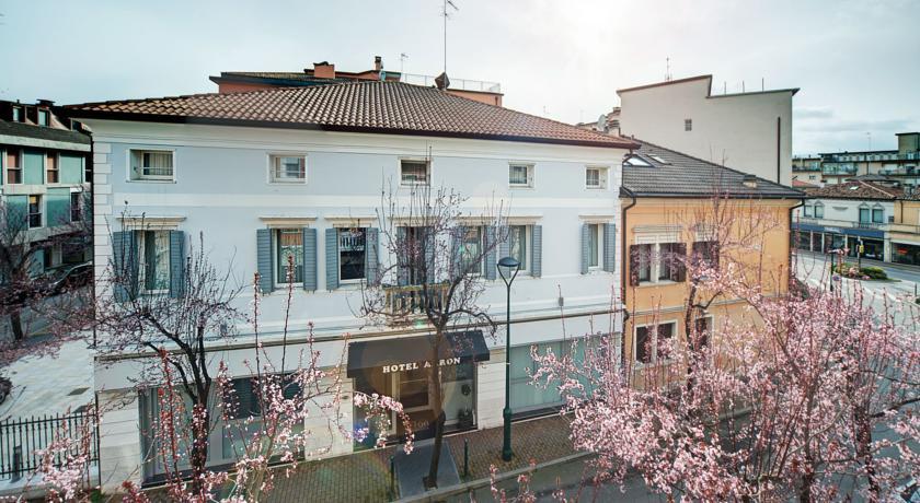 Buitenkant van hotel Aaron stedentrip Venetië