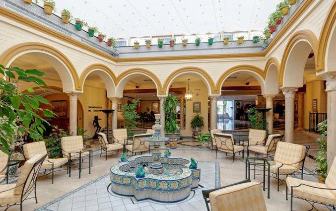 Binnenplaats van hotel Sevilla Macarena in Sevilla