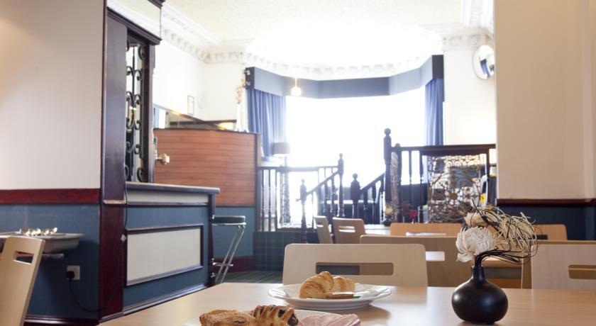 Ontbijtzaal van Hotel Piries in Edinburgh