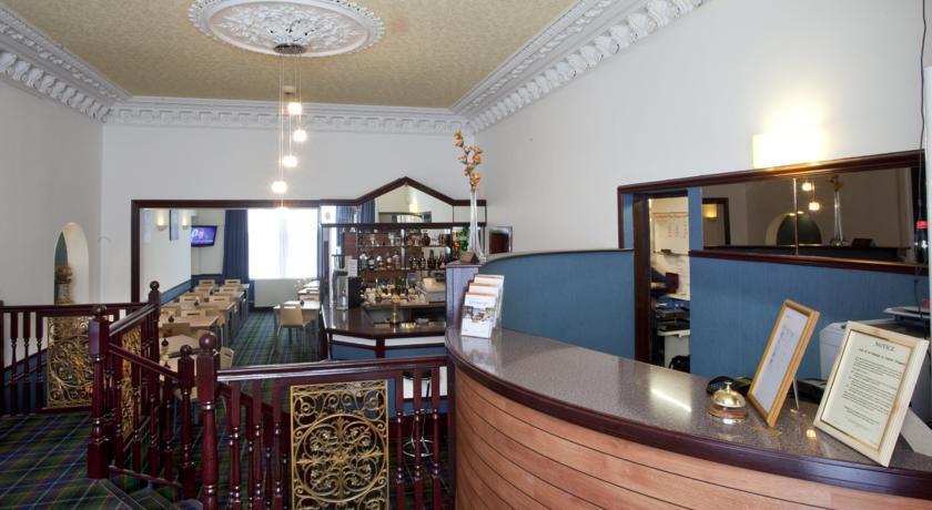 Receptie en ontbijtzaal van Hotel Piries in Edinburgh