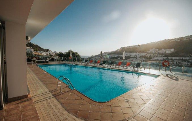 Buitenzwembad van Servatur Casablanca Suites & Spa op Gran Canaria