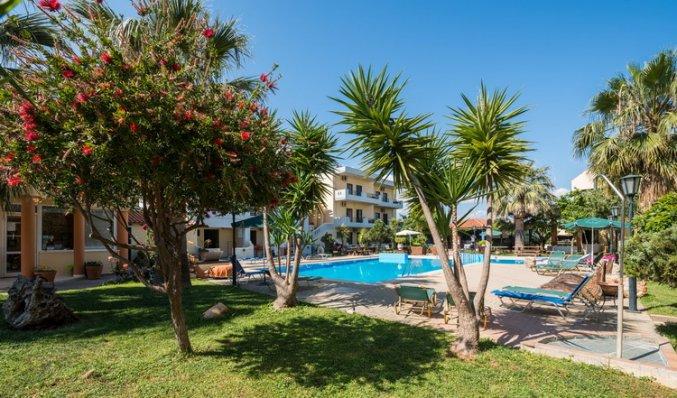 De tuin van Aparthotel Nireas Kreta