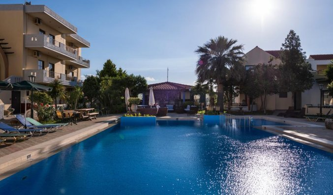 Buitenzwembad van Aparthotel Nireas Kreta