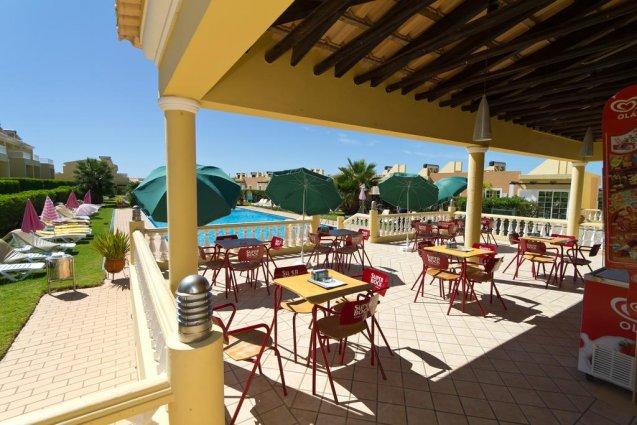 Buitenterras met zwembad Appartementen Villas Barrocal Algarve
