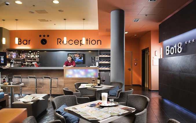 Receptie en zithoek van Hotel Bo18 in Budapest