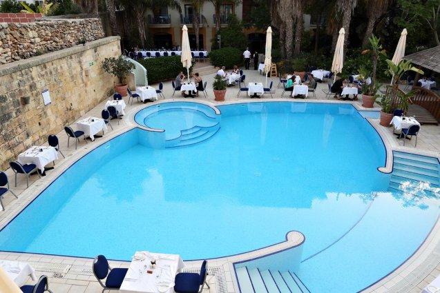 Buitenzwembad van Hotel en Spa Maritim Antonine op Malta