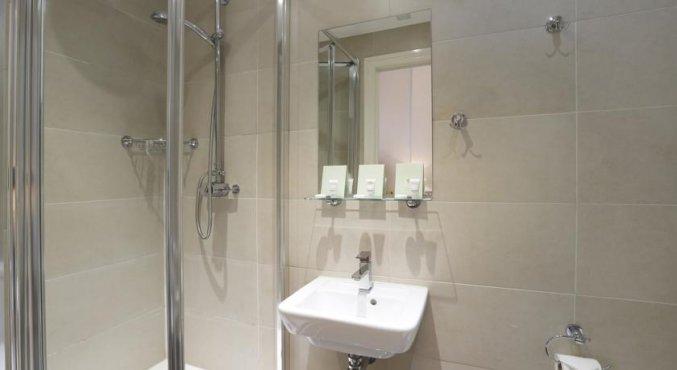 Badkamer van een tweepersoonskamer van Hotel Hyde Park Boutique in Londen