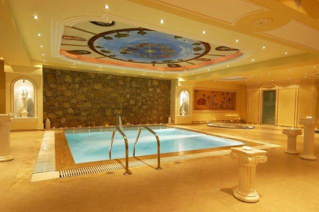 Binnenzwembad van Hotel en Spa Secret Paradise op Chalkidiki