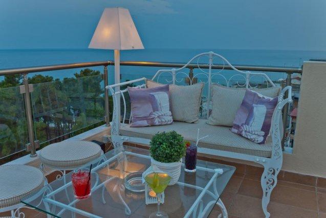 Terras van Hotel en Spa Secret Paradise op Chalkidiki