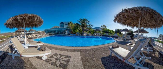 Tuin met zwembad van Hotel Villa Olympia op Santorini