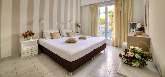 Tweepersoonskamer van Hotel Villa Olympia op Santorini