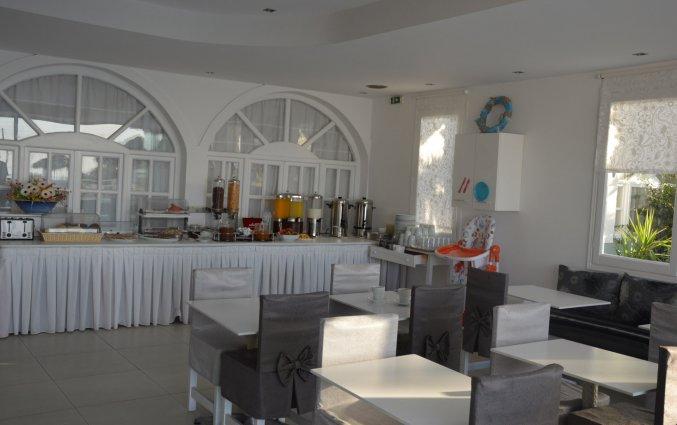 Ontbijtzaal van Hotel Villa Olympia op Santorini
