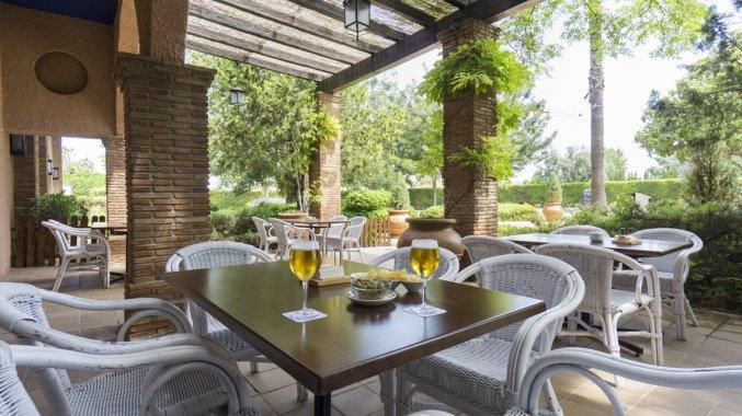 Terras van Hotel MS Fuente Las Piederas in Andalusie
