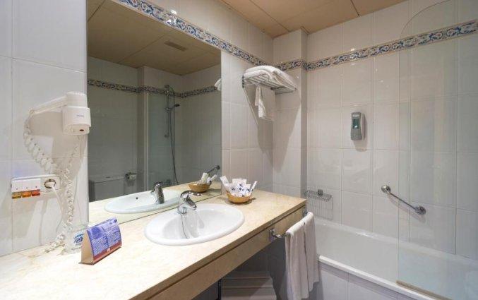 Badkamer van een tweepersoonskamer van Hotel MS Fuente Las Piederas in Andalusie