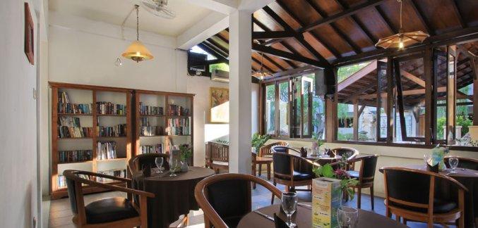 Lounge van Hotel Kuta Lagoon Resort op Bali