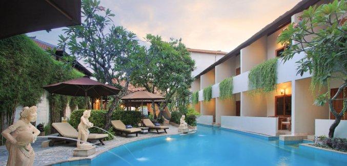 Buitenzwembad van Hotel Kuta Lagoon Resort op Bali