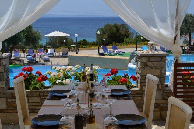 Eettafels van hotel Elea Village in Chalkidiki