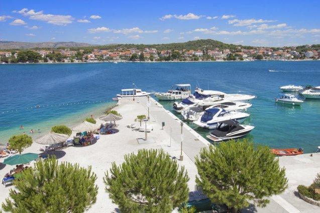 Strand van Hotel Spongiola in Dalmatië