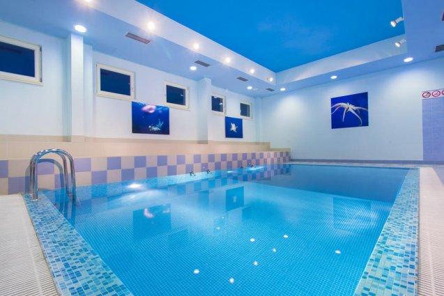 Binnenzwembad van Hotel Spongiola in Dalmatië