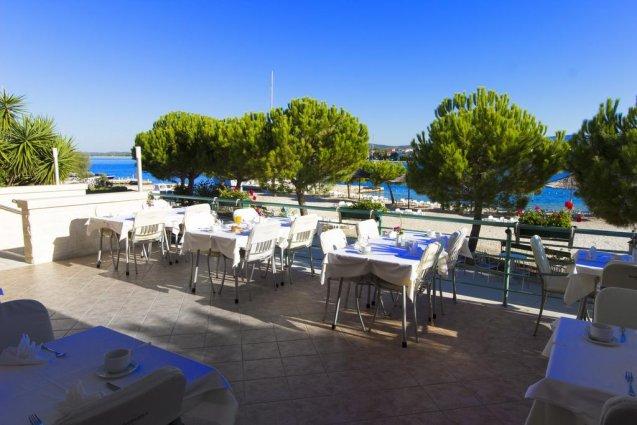 Terras van Hotel Spongiola in Dalmatië