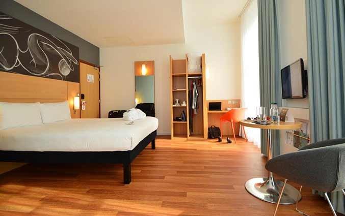 Tweepersoonskamer van hotel Ibis Centre South Bridge in Edinbugh