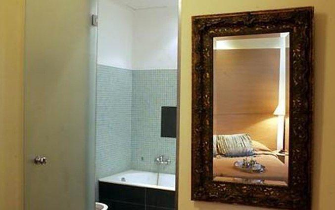 Badkamer van een tweepersoonskamer van Art Athens in Athene