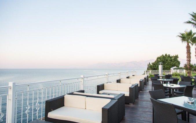 Terras van Hotel Club Falcon in Antalya