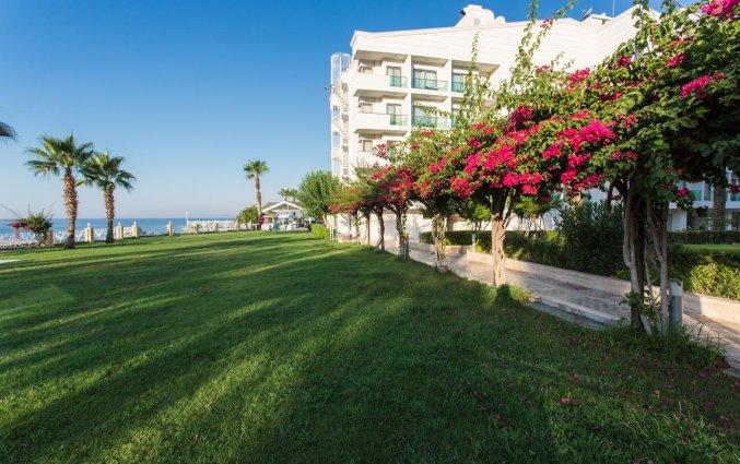 Tuin van Hotel Club Falcon in Antalya