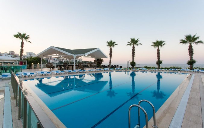 Buitenzwembad van Hotel Club Falcon in Antalya