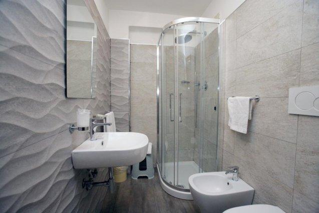 Badkamer van een tweepersoonskamer van Hotel Desiree in Florence