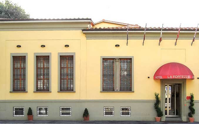 Ingang van Hotel La Fortezza in Florence