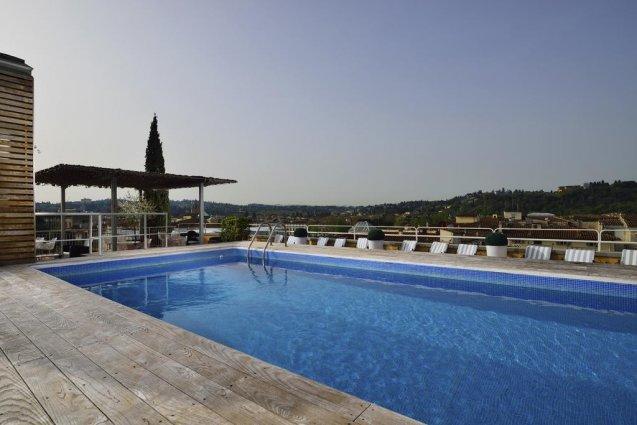 Dakterras met zwembad van Hotel Kraft in Florence