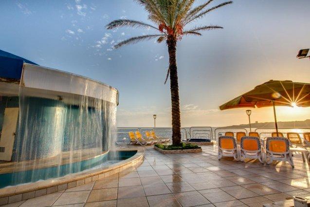 Zonneterras van Sunny Coast Resort in Malta