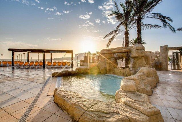 Zwembad van Sunny Coast Resort in Malta