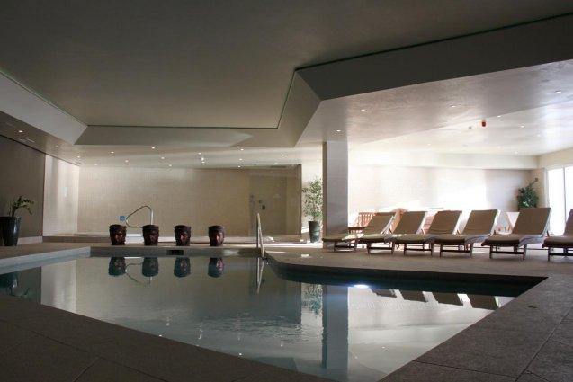 Binnenzwembad van Sunny Coast Resort in Malta