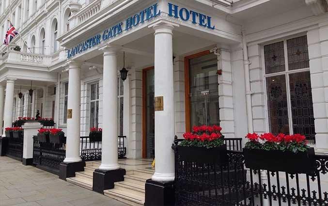 Entree van Hotel Lancaster Gate in Londen