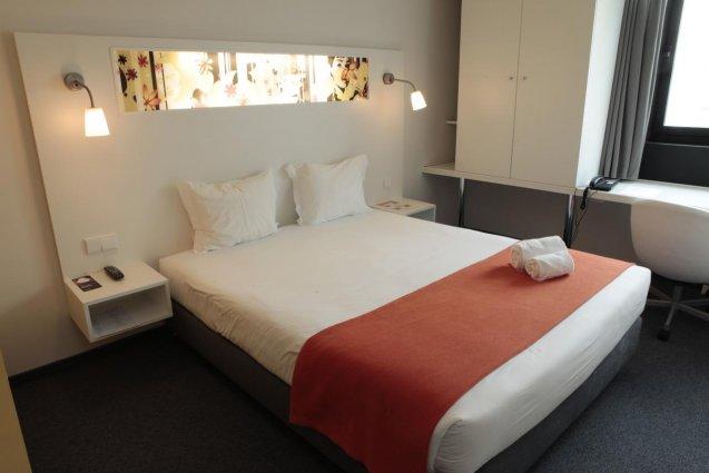 Bed in kamer van hotel Star Inn Porto in Porto