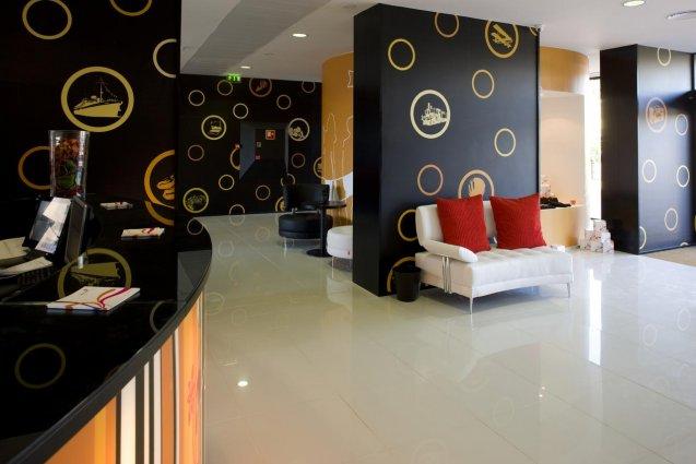 Receptie met entree van hotel Star Inn Porto in Porto