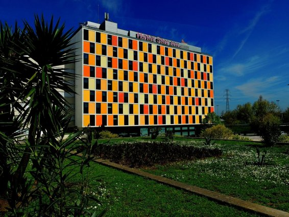 Buitenkant gebouw van hotel Star Inn Porto in Porto