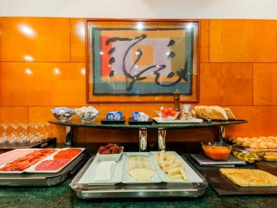 Ontbijtbuffet van Hotel VillaCarlos in Valencia