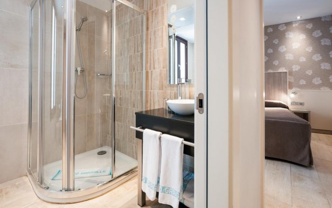 Badkamer van een tweepersoonskamer van Hotel Santa Marta in Barcelona